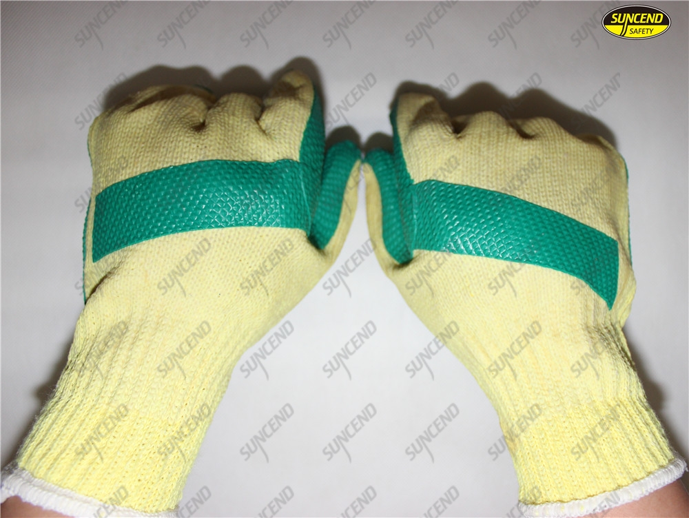 Insulated natural rubber palm coated safety hand gloves